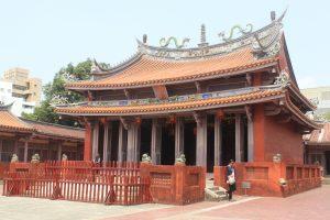 Храмът на философът Конфуций в Тайнан е сред най-популярните забележителности на острова. Строителството му е завършено по време на династия Цин прз 1666 г. и това е първото конфуцианско училище в Тайван. Претърпял повече от 30 реконструкции до наши дни, храмът е запазил през вековете статуса си на важен просветен център.